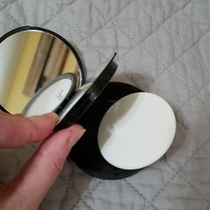 it cosmetics Makeup - iT Cosmetics Bye Bye Pores Pressed Powder NWTIB!